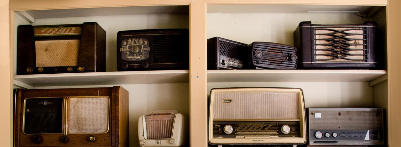 Easy folk songs header image with some vintage radios on shelf